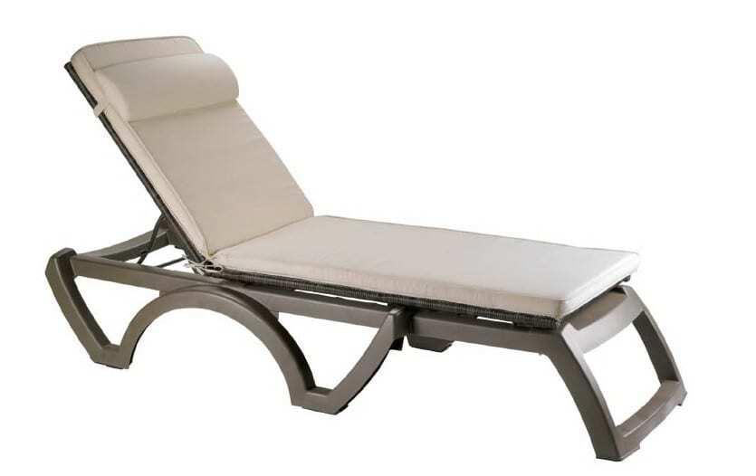 Matelas chaise longue for Chaise longue de couleur