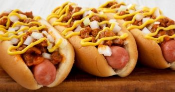 Trois hot-dogs