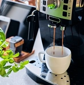 Photo d'une machine à café professionnelle.