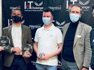 Dirigeants de l'entreprise JVD lors de la remise du prix Expert à l'IoT Challenge de Bouygues Telecom.